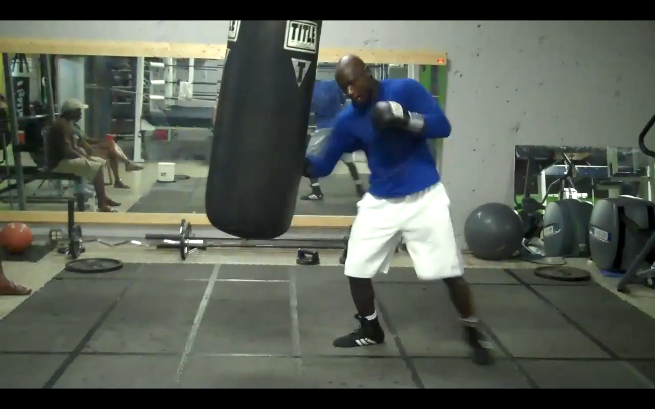 video sac de frappe et sparring pour antonio tarver. Black Bedroom Furniture Sets. Home Design Ideas