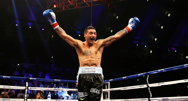 lucas-matthysse-v-lamont-peterson-20130518-195549-977